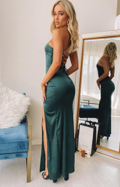 bridesmaid dresses, bridesmaid dress ideas, bridesmaid dress colors, bridesmaid dress styles, emerald green bridesmaid dress