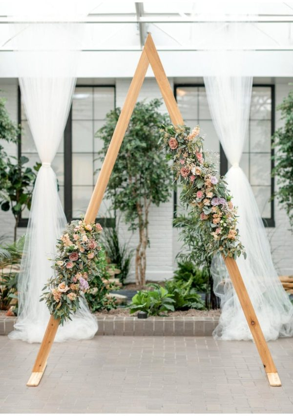 15+ Beautiful Wedding Arches For Your Big Day!